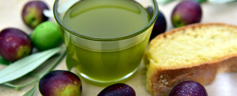 evoo, olives and bread